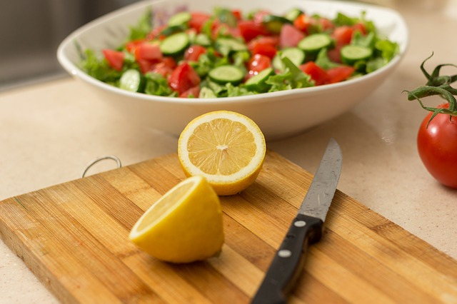 salát s citronem