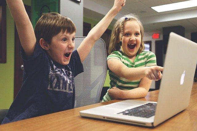 deti sa hrajú.jpg